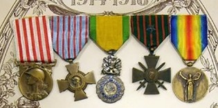 Le tableau de médailles de Fernand Cohet