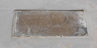 L'inscription de la devise de la ville de Romans n'a pas disparu !