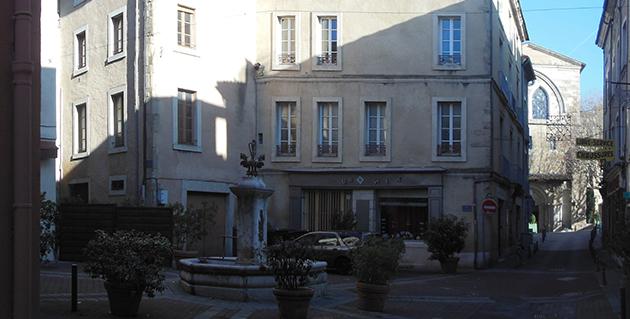 La place du Puits du Cheval