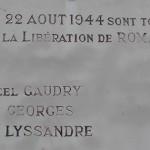 Qui étaient les personnes inscrites sur les plaques commémoratives de la Libération de Romans ?