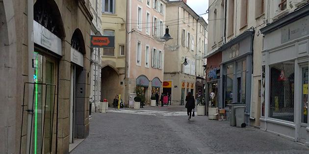 La rue Mathieu de la Drôme