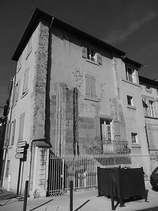 Vestiges du premier monastère de Sainte-Ursule, quai Ulysse Chevalier