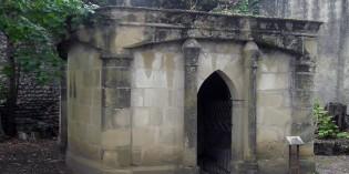 14ème station : Jésus est mis au tombeau